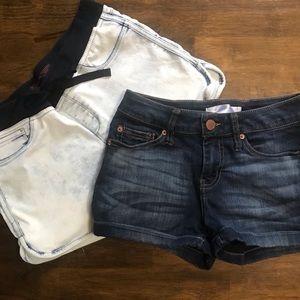 2 pairs of denim shorts. Size 7/9. No Boundaries.